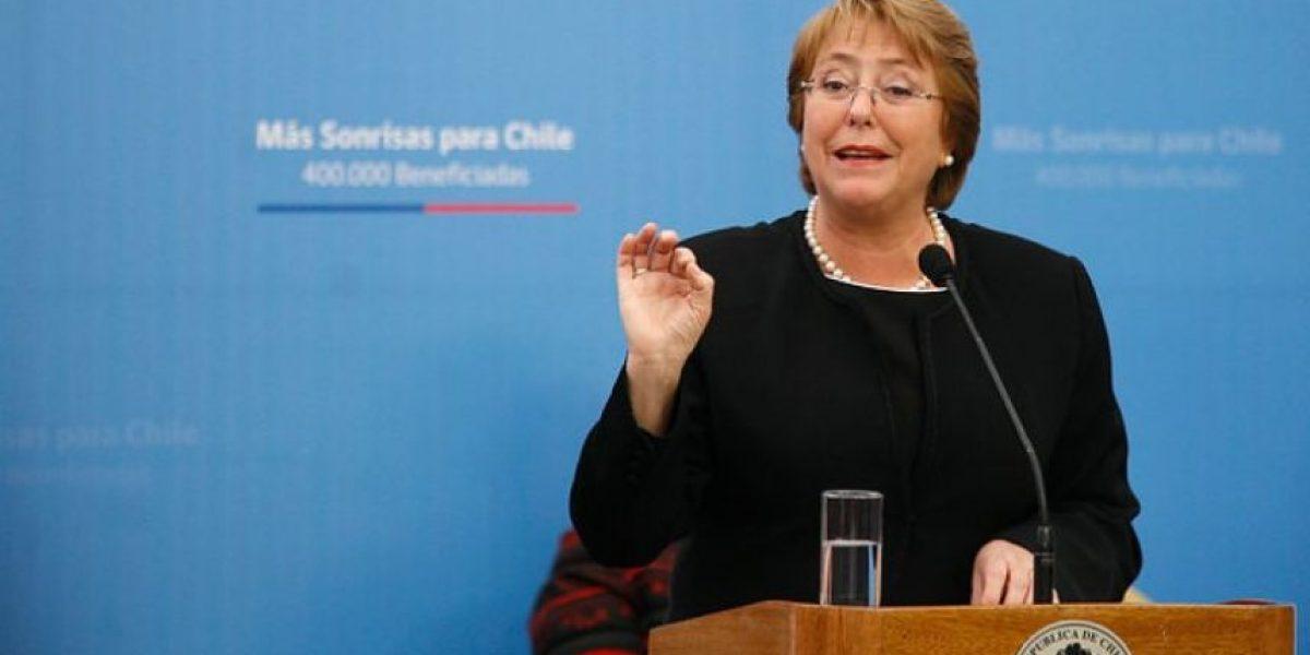 Tuiteros celebran cumpleaños de Bachelet y le envían curiosos regalos