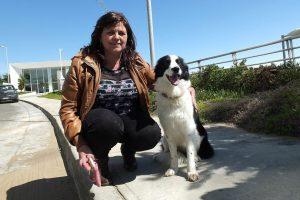 La mujer denunciante y el perro protagonista del controversial episodio Foto:Agencia Uno. Imagen Por: