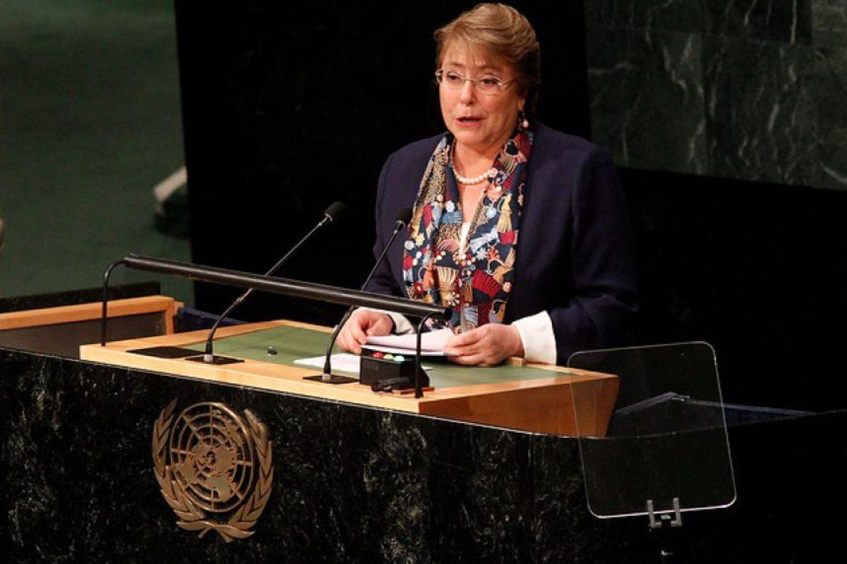 La Presidenta Michelle Bachelet se refirió a los efectos del cambio climáitco y dio a conocer el compromiso de Chile de reducir la emisiones en un 30% de aquí a 2030, en el marco de la Asamblea General de la Organización de las Naciones Unidas, celebrada en Nueva York, Estados Unidos. Foto:Agencia UNO. Imagen Por: