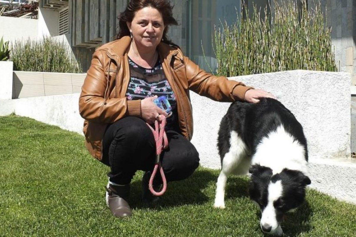La mujer y el perro protagonista del video Foto:Agencia Uno. Imagen Por: