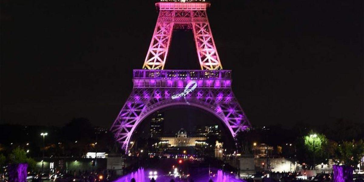 La Torre Eiffel se viste de rosa
