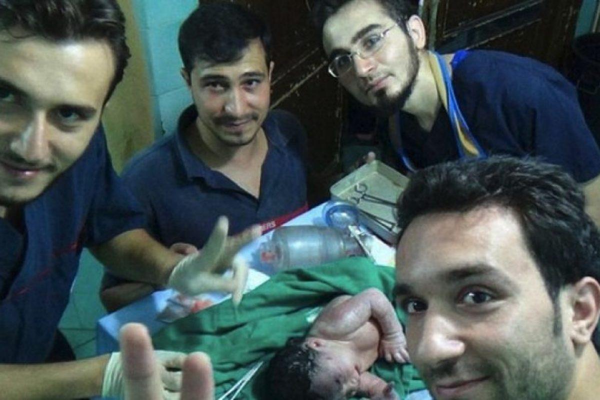Médicos sirios salvan a bebé que nació con pedazo de fusil en la cabeza Foto:Captura de pantalla. Imagen Por: