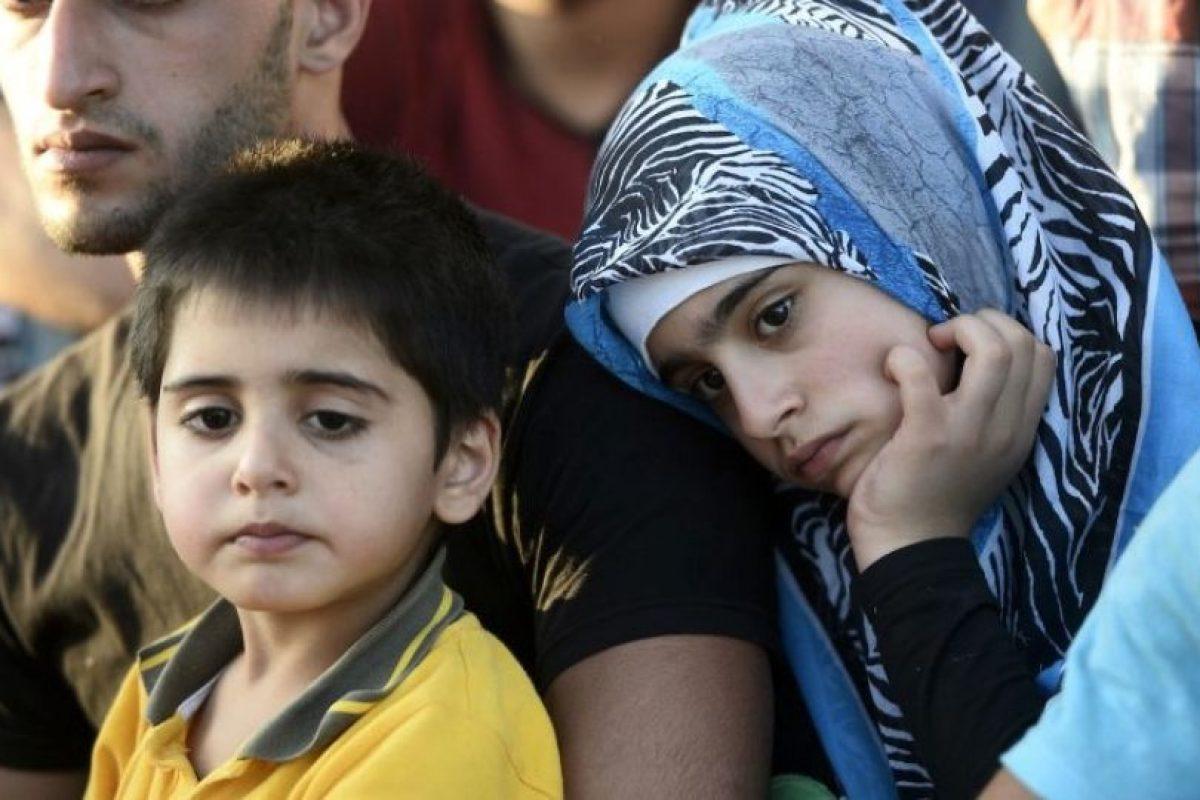 """Según el periódico británico """"Daily Mail"""", un fragmento de metralla fue retirado de la frente de la bebé. Tras la cesárea, los doctores del Consejo Médico de Aleppo, en Siria, despejaron las vías respiratorias de la niña y procedieron a quitarle el fragmento. Foto:Getty Images. Imagen Por:"""