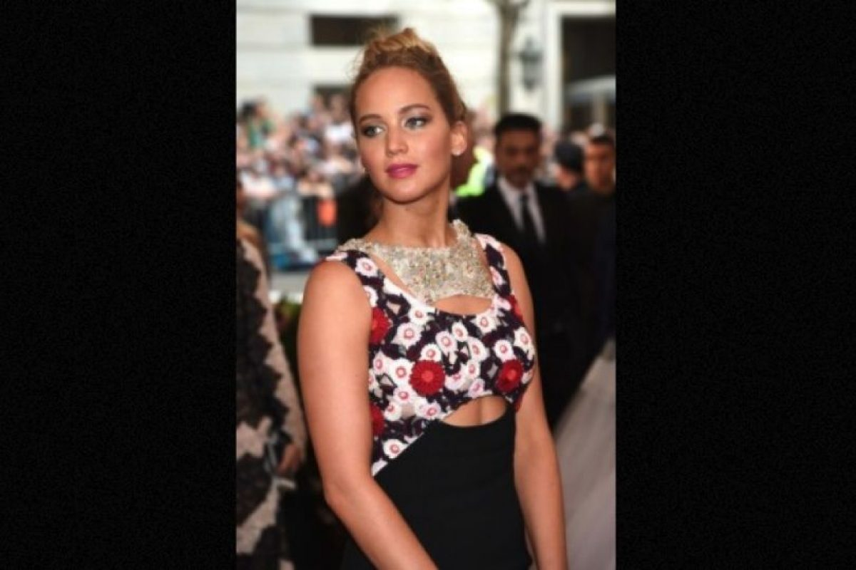 En 2013, luego de caer en el escenario de los premios Óscar, la actriz fue captada en Hawai mientras bebía vino y fumaba un cigarro de marihuana. Foto:Getty Images. Imagen Por: