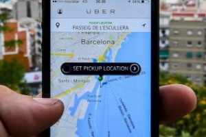 La tarifa de Uber se cobra de la siguiente manera: Tarifa base + minutos en el auto + kilómetros recorridos. Además, cada tipo de auto tiene una tarifa mínima y una tarifa de cancelación. Foto:Getty Images. Imagen Por: