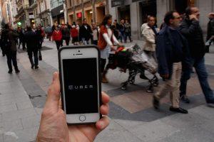 Es necesario tener 18 años de edad para utilizar Uber. Foto:Getty Images. Imagen Por: