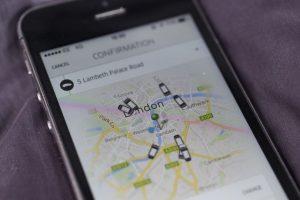 Con un código personal, pueden recomendar la app a sus amigos y obtener ambos viajes gratis. Foto:Getty Images. Imagen Por: