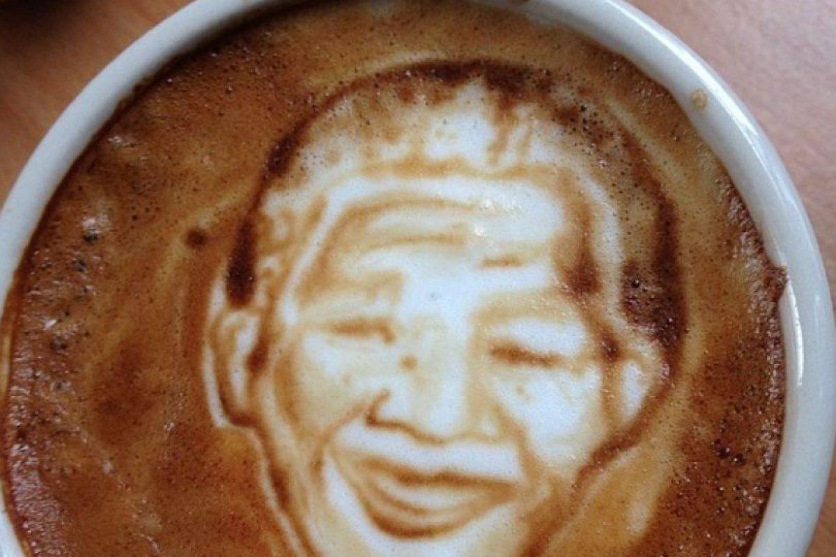 Nelson Mandela Foto:Vía Instagram @baristart. Imagen Por: