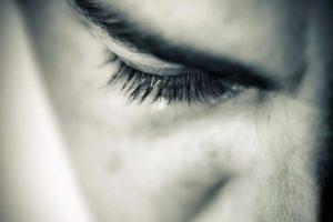 Los ataques con ácido (acid throwing o vitriolage) son una modalidad de agresión violenta, definida como el acto de arrojar ácido en el cuerpo de una persona con la intención de desfigurarla, mutilarla, torturarla o asesinarla. Foto:Pinterest. Imagen Por:
