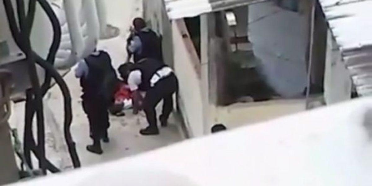 Filman a policías brasileños alterando escena después de matar a un menor