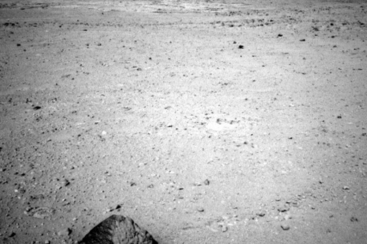 La pirámide. Poco después de llegar a Marte, el robot Curiosity estuvo analizando una piedra piramidal en Marte. Foto:Foto reproducida. Imagen Por: