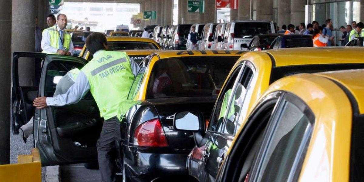 Parlamentarios ahora deberán pagar estacionamientos en el aeropuerto