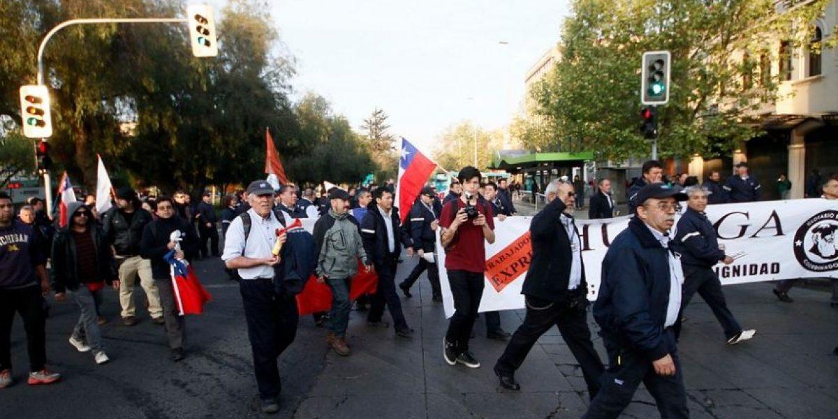 Choferes del Transantiago en huelga realizan manifestación en Alameda
