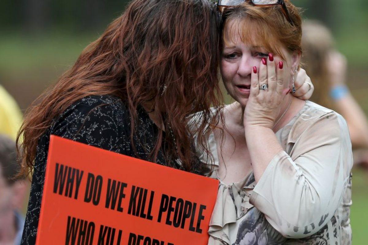 Sus huimos tenían 5 y 7 años cuando su padre fue asesinado Foto:AP. Imagen Por: