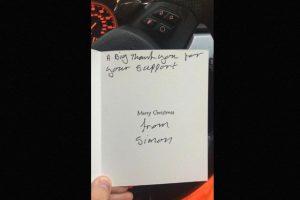 Este le agradeció con una tarjeta de navidad en 2014 Foto:Twitter.com/@LeeHoughton. Imagen Por:
