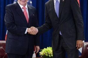 El presidente de Estados Unidos, Barack Obama y el presidente de Cuba, Raúl Castro. Foto:Getty Images. Imagen Por: