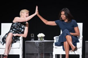 Charlize Theron y la primera dama Michelle Obama. Foto: Getty Images. Imagen Por: