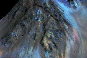 Y fue hasta hace poco que la NASA comprobó que había rasgos de agua líquida en el planeta. Foto:Vía nasa.gov. Imagen Por:
