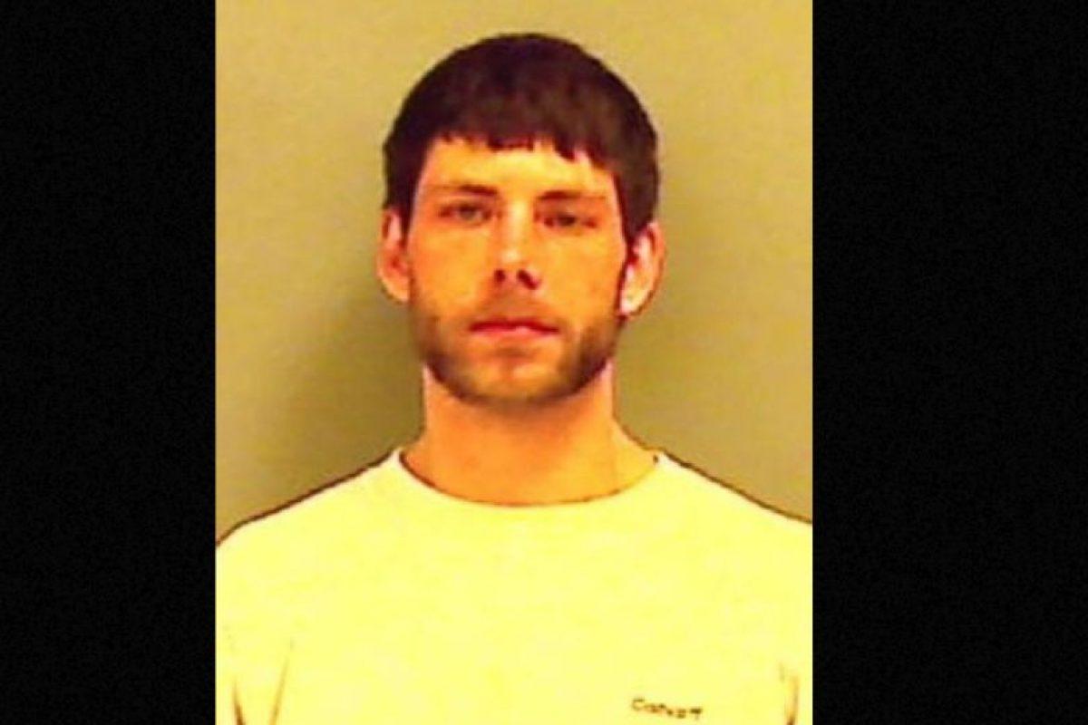 Cristopher Wallace, de 22 años, publicó fotos de sus escondites y fue detenido por haber robado una estufa de propano y una de leña en Maine, Estados Unidos. Foto:vía Twitter. Imagen Por: