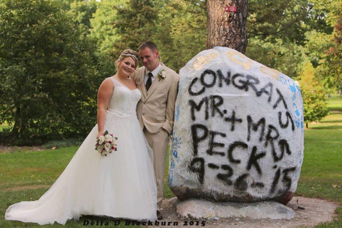 Así lució la feliz pareja. Foto:Vía facebook.com/DeliaDBlackburnPhotography. Imagen Por: