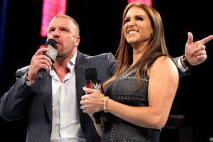 El Director de Operaciones tiene 46 años Foto:WWE. Imagen Por: