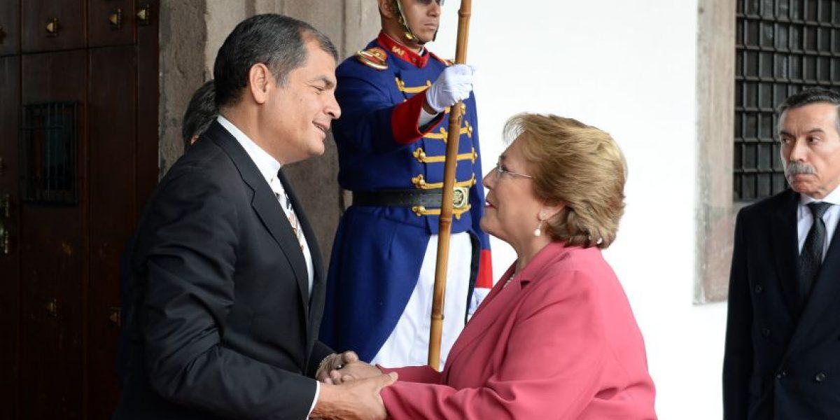Bachelet se reúne con Correa tras apoyo de Ecuador a demanda boliviana