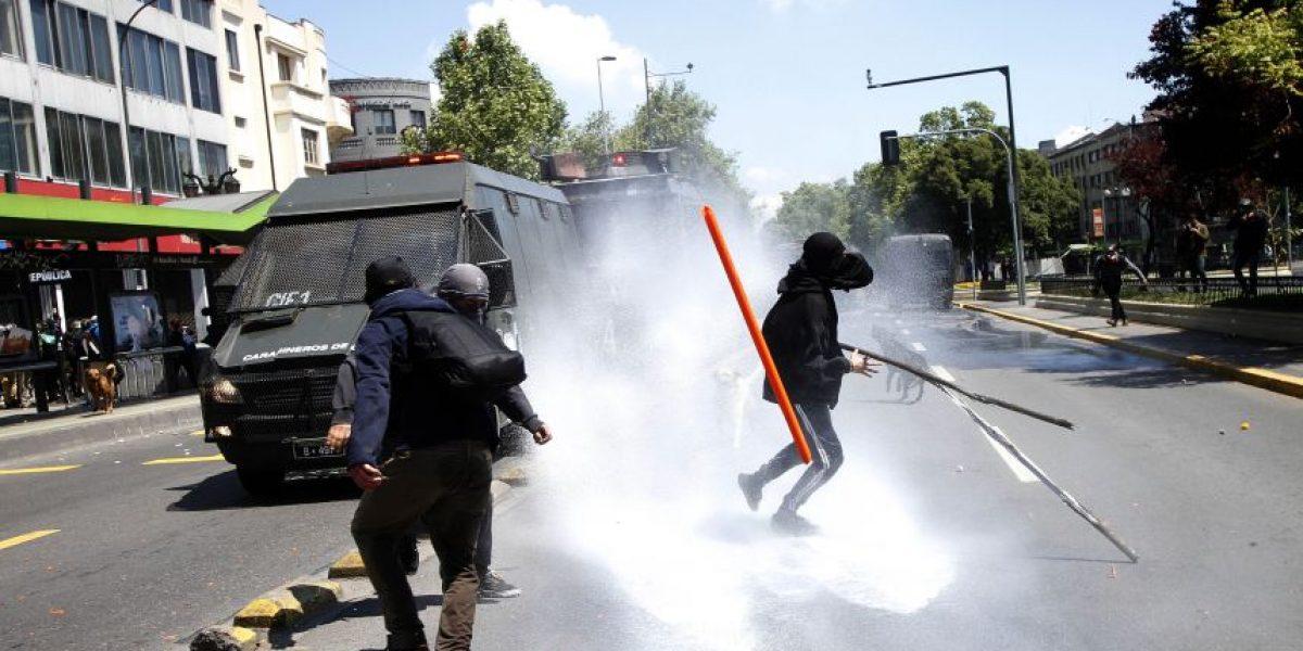 Violentos incidentes en la Alameda tras fin de marcha de la Confech