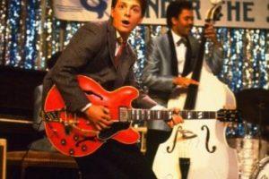 """Le dio vida a """"Marty McFly"""", un joven músico que viaja por accidente al pasado e intenta salvar el futuro de sus padres, sus hermanos y su propio nacimiento. Foto:IMDB. Imagen Por:"""
