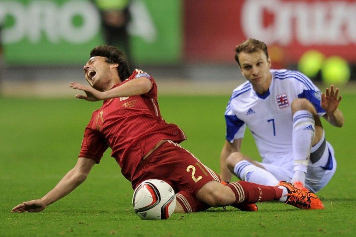 Salió de cambio al minuto 10 del partido contra Luxemburgo por un esguince en el ligamento lateral interno de su tobillo . Foto:Getty Images. Imagen Por: