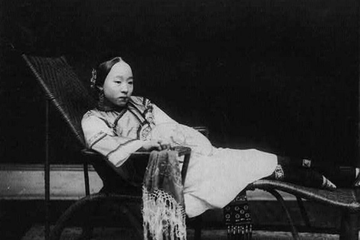 Los delicados pies de las bailarinas de dos mil cien años atrás inspiraron a la sociedad china a vendar los pies de sus hijas casaderas para hacerlas atractivas y así mejorar su posición social. Foto:vía Wikipedia. Imagen Por: