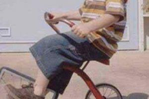 No querían que usara más el triciclo. Foto:Pinterest. Imagen Por: