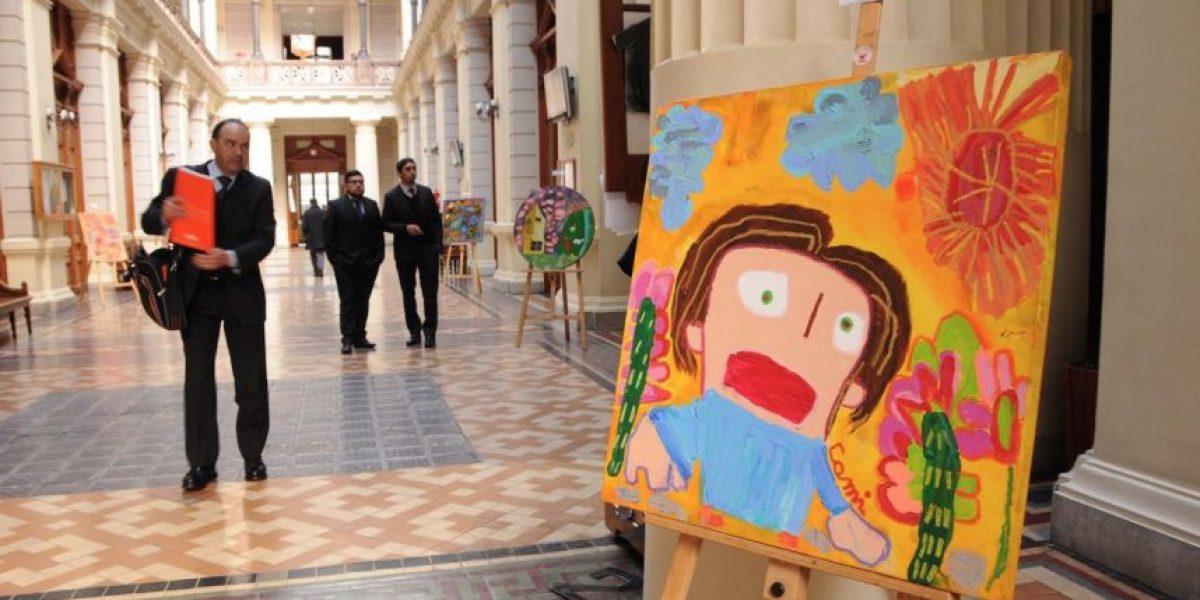 Fundación Teletón expone pinturas en el Palacio de los Tribunales