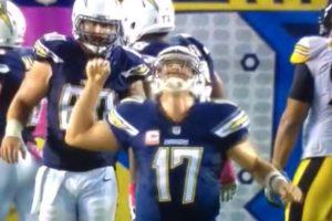 3. No, este jugador de americano no golpeó fuertemente a un pájaro Foto:Vine. Imagen Por: