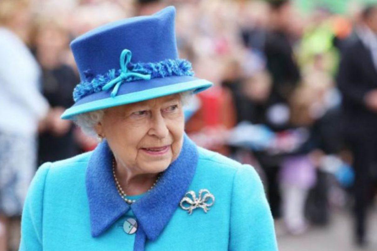 La Reina Isabel se ve bastante formal y correcta, como corresponde a su posición. Foto:vía Getty Images. Imagen Por: