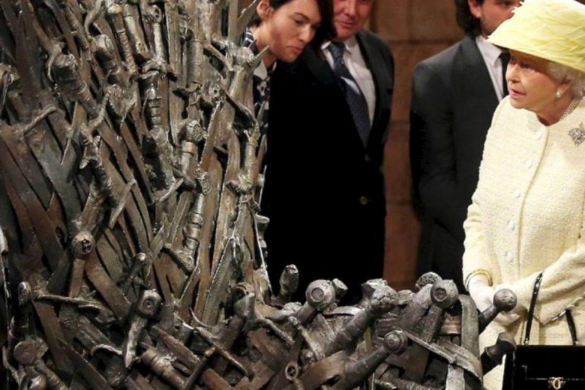 6. Ella y el duque de Edimburgo han enviado más de 37 mil 500 tarjetas de Navidad a lo largo de su reinado. Foto:vía Getty Images. Imagen Por: