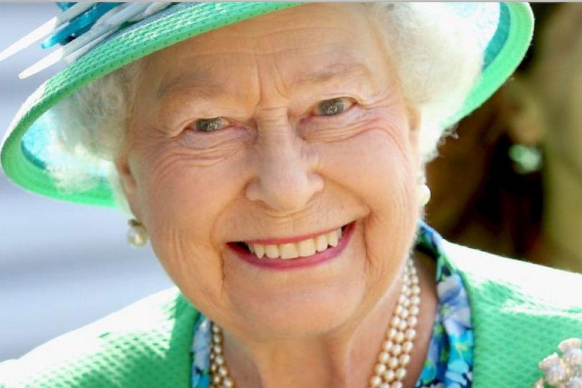 5. Cada año recibe un promedio de 50 mil personas en el palacio de Buckingham para eventos como fiestas, banquetes, entre otros. Foto:vía Getty Images. Imagen Por: