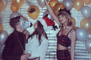 Nick Jonas llevó esta máscara para la fiesta de cumpleaños de Taylor Swift. Foto:vía Getty Images. Imagen Por: