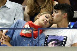 Estaba con Demi Lovato y Miley Cyrus. Foto:vía Getty Images. Imagen Por: