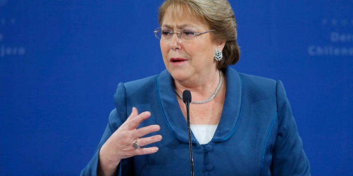 Cadem: apoyo de Bachelet baja tras anuncio de nueva Constitución