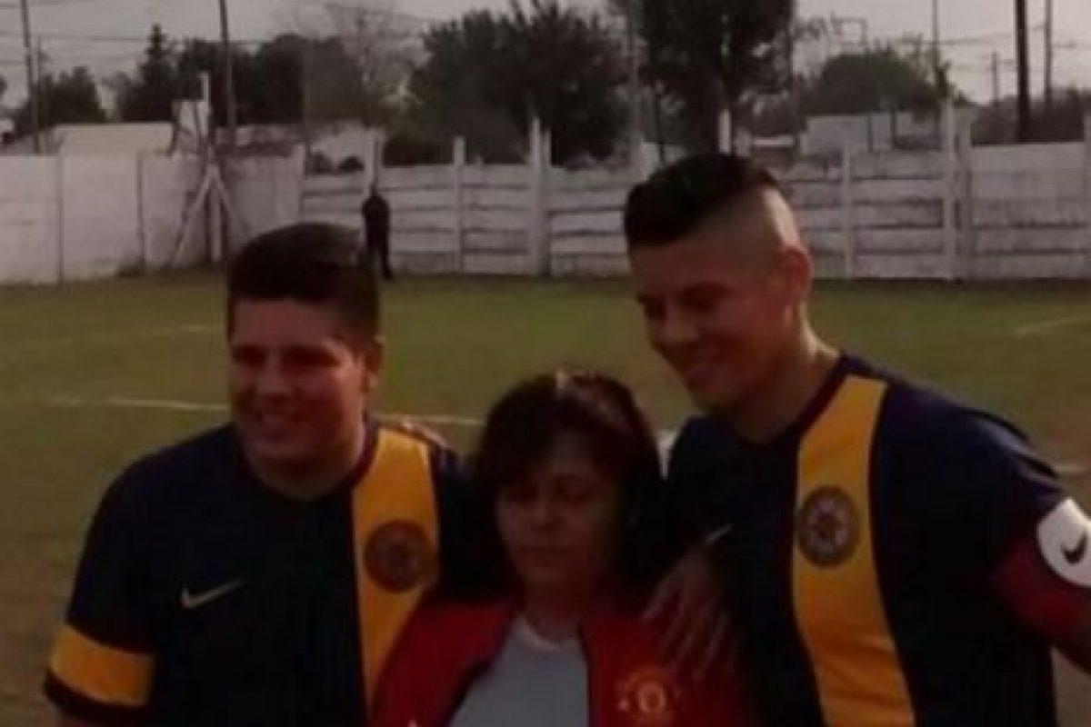 Le cumplió la promesa que le hizo a su primer club antes de irse a Europa. Foto:Vía twitter.com/andreaschettino. Imagen Por: