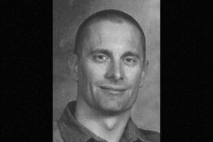 6. Robert William Fisher. Se le busca por haber matado a sus dos hijos y a su esposa en Arizona, en 2001. Se ofrecen 100 mil dólares de recompensa por información que lleve a su captura Foto:FBI.gov. Imagen Por: