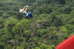 Esta cerca del Volcán Arenal, uno de los más activos de la región Foto:facebook.com/SkyAdventuresCR. Imagen Por: