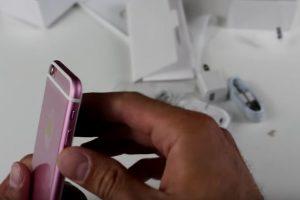 Inclusive trae los accesorios del iPhone. Foto:Techvarium / YouTube. Imagen Por: