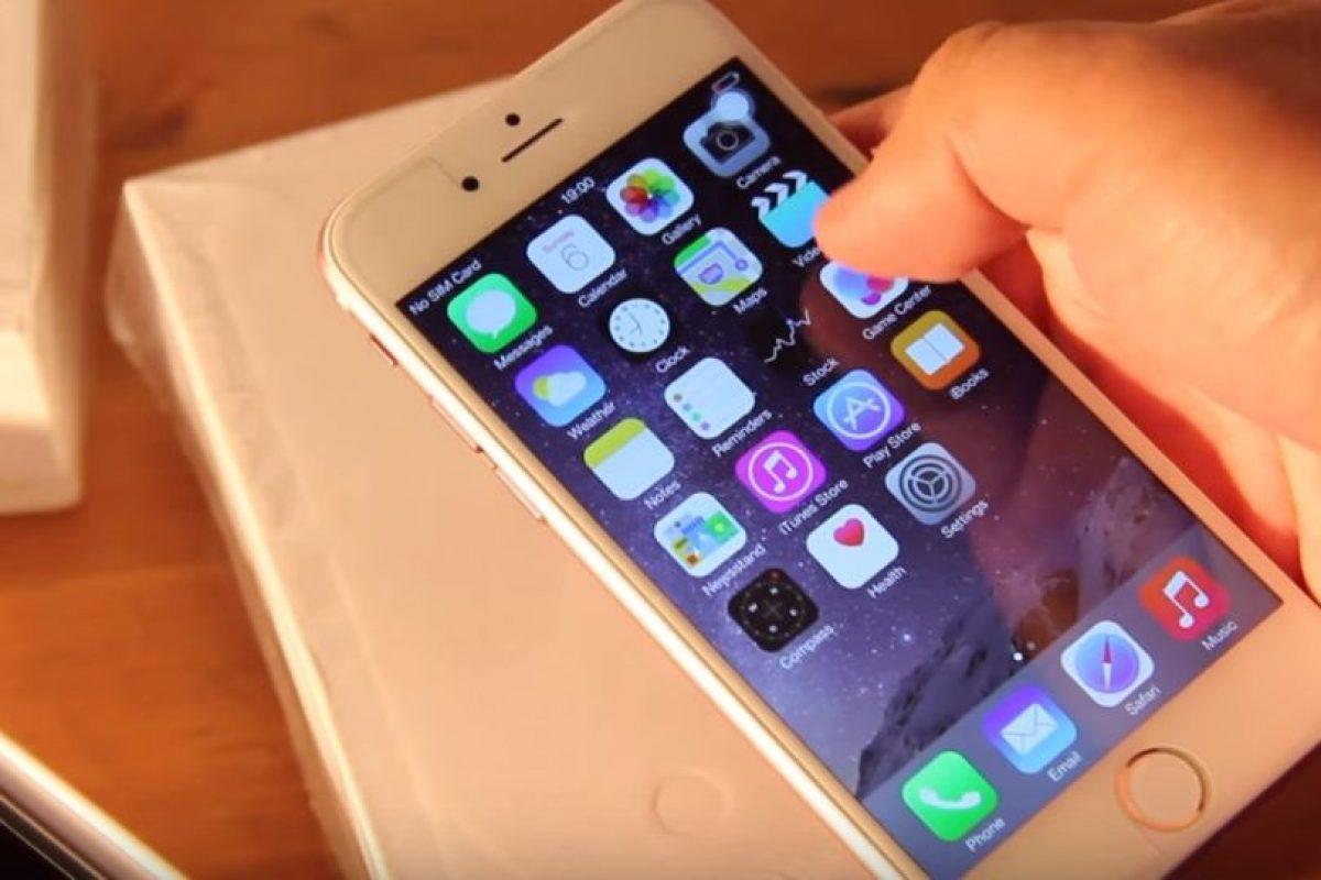3) Supuestamente tiene el sistema operativo iOS 8.2 Foto:ManDel Tech / YouTube. Imagen Por: