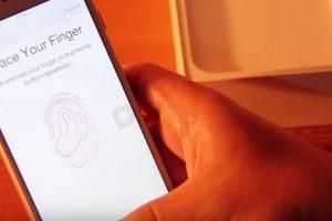 Inclusive incorpora el detector de huellas dactilares. Foto:ManDel Tech / YouTube. Imagen Por: