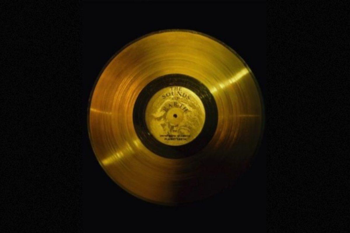 2. El disco de oro de las Voyager Foto:Wikimedia. Imagen Por: