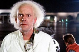 """Dr. Emmett L. """"Doc"""" Brown (Christopher Lloyd) Foto:Vía imdb.com. Imagen Por:"""