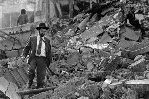 El ataque a las oficinas de la AMIA, ocurrido en 1994 y que dejó como saldo 85 muertos y 300 heridos. Foto:AFP. Imagen Por: