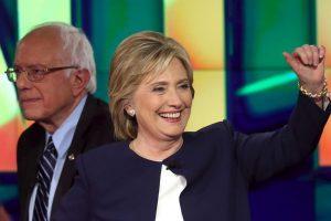 Por su parte, la precandidata Hillary Clinton detalló que se siente inspirada por la actitud de Biden. Foto:Getty Images. Imagen Por: