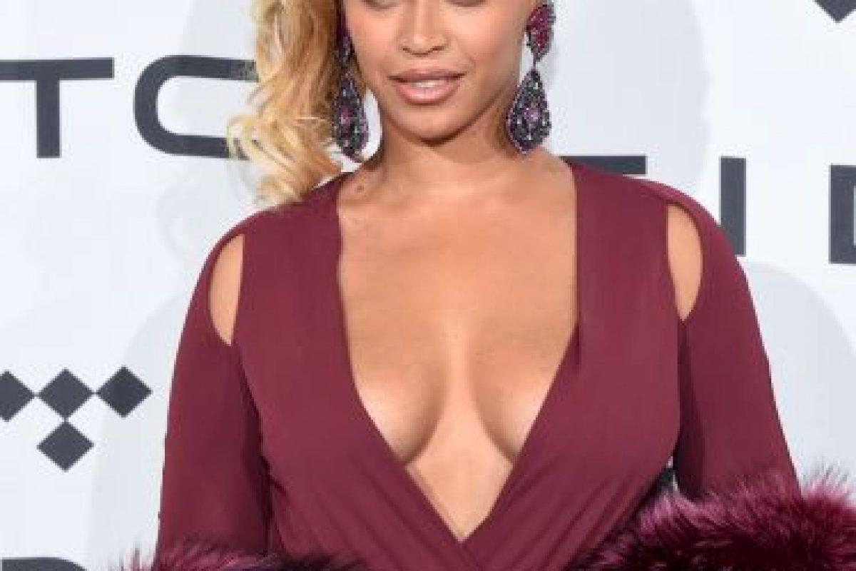Su vestido fue complementado con una estola Foto: Getty Images. Imagen Por: